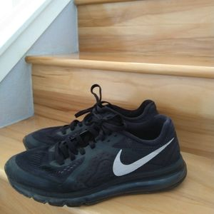 Nike Air Max black shoes size 11